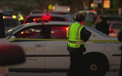 Policía investiga muerte de una mujer en Bellflower