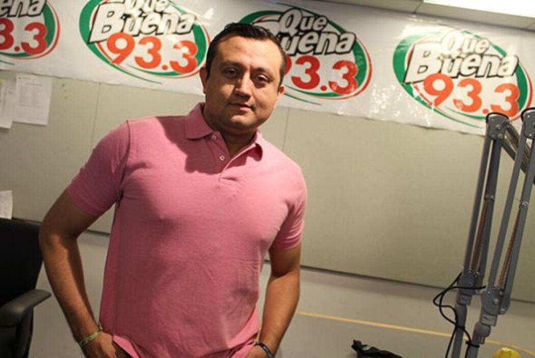Los locutores de Univision Radio Houston se visten de color rosa para co...