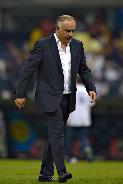Trejo apenas dirigió cinco partidos del torneo anterior antes de...