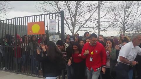 Estudiantes hispanos protestaron tras comentarios ofensivos de maestros...