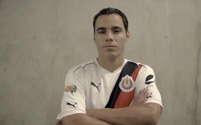 Omar Bravo apareció en un video de Chivas.