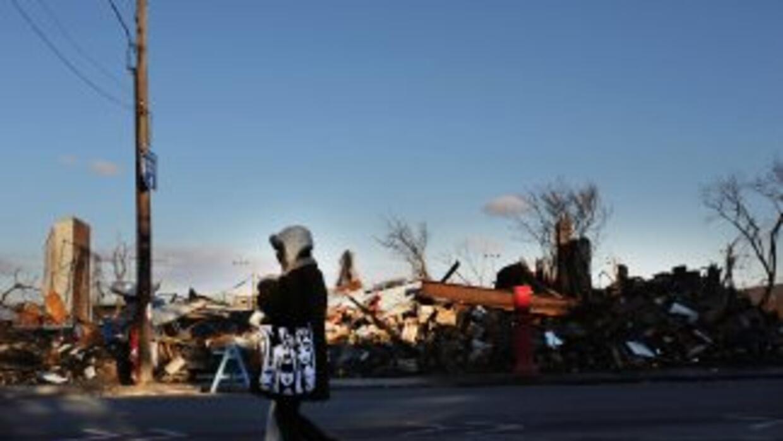 Los gobiernos de los tres estados más afectados por Sandy (Nueva York, N...