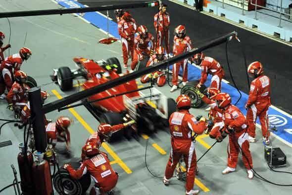 El equipo de mecánicos de la Ferrari volvió a tener una jo...