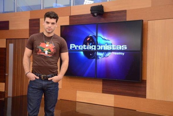 Adrián tambien ha modelado profesionalmente y en la Casa Estudio...