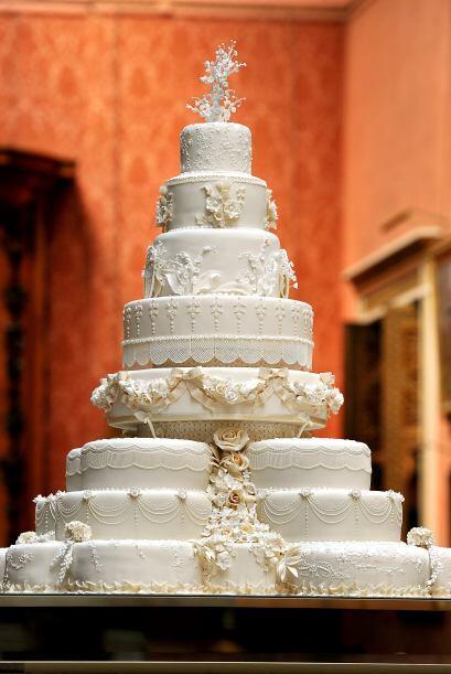 El enorme pastel de frutos secos, de ocho niveles, fue creación de la fa...