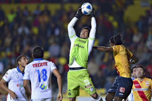 El arquero Édgar Hernández se 'rifó' el físico en varias ocasiones hasta...