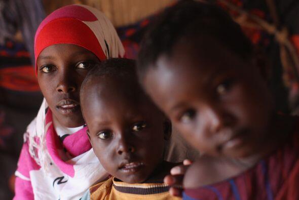 La hambruna azotó nuevamente a Somalia. Entre octubre de 2010 y a...
