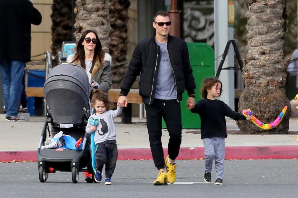 Brian Austin Green y Megan Fox con sus hijos Noah, Bodhi y Journey