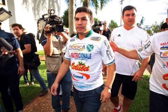 En lo futbolístico Salvador no fue inscrito con el 12 de Octubre...