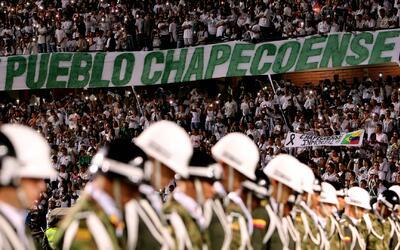 El Atlético Nacional de Medellín llenó su estadio para honrar al Chapeco...