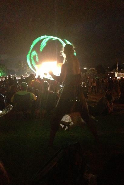 Es que hasta las bailarinas son más cool en Austin… Ella llegó con su 'h...