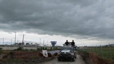 Agentes de la policía federal patrullan ante la prisión el día después d...