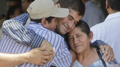 El náufrago salvadoreño José Salvador Alvarenga es dado de alta