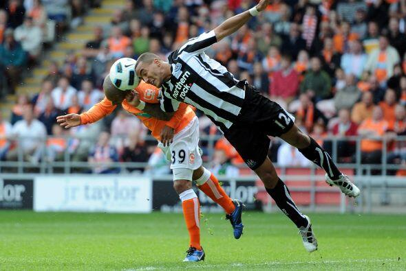 Blackpool y Newscastle empataron a un gol.