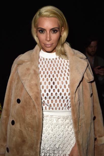 Las transparencias y escotes son los favoritos de la Kardashian.