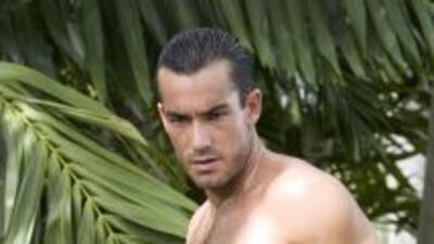 El actor Aarón Díaz lanzará su calendario edición 2012, en el que mostra...
