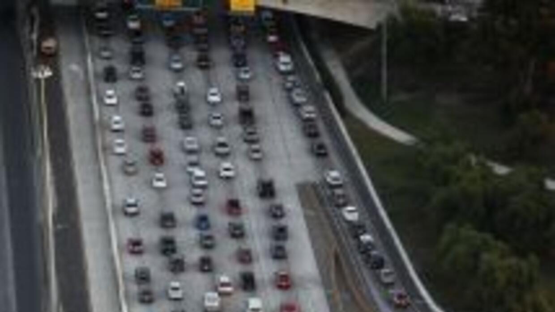 Los mexicanos que viven en la franja fronteriza con EEUU procuran cruzar...