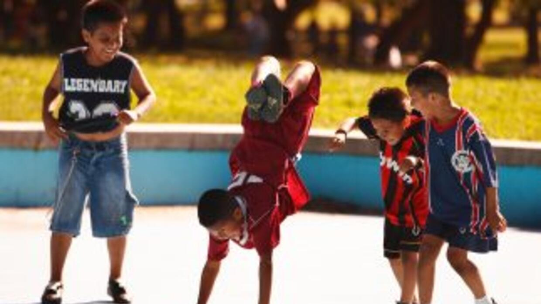 Impedimentos legales frenan a muchas familias hispanas del acceso a asis...