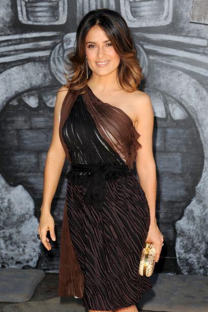 A sus 45 años de edad, Salma sigue siendo muy guapa.