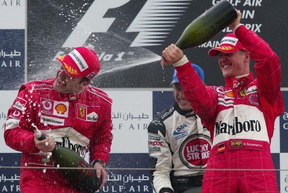Para el 2002, Schumacher se proclamó ganador de la temporada, sei...