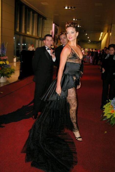 Susana González se gana el premio. Es posiblemente el vestido mas horror...