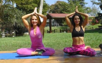 Ponte bella con Ximena: Poses para relajarte con yoga