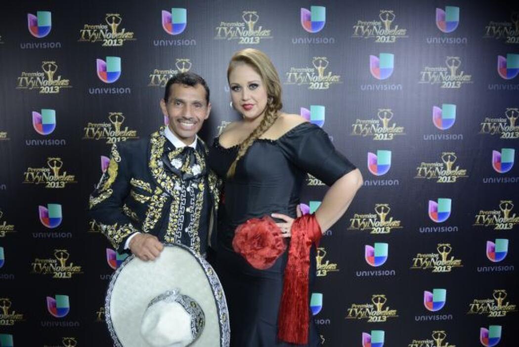 """Alejandra Orozco y """"scar Cruz ganaron su premio por el tema musical """"Sól..."""