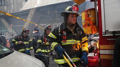 Más de 100 bomberos se han trasladado a la zona.