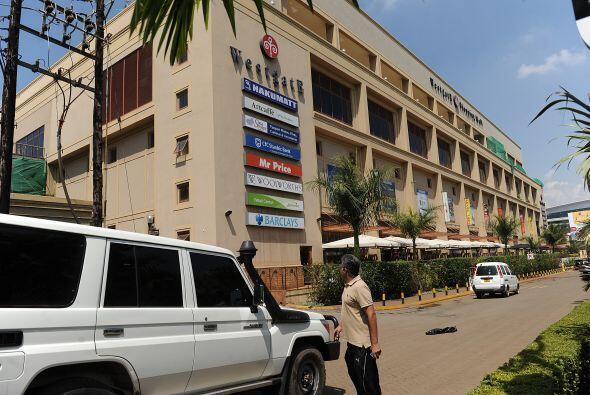 El jefe de la policía de Nairobi, Kibue Benson, señal&oacu...