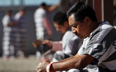 Inmigrante indocumentado detenido en la cárcel del condado Maricopa, Ari...
