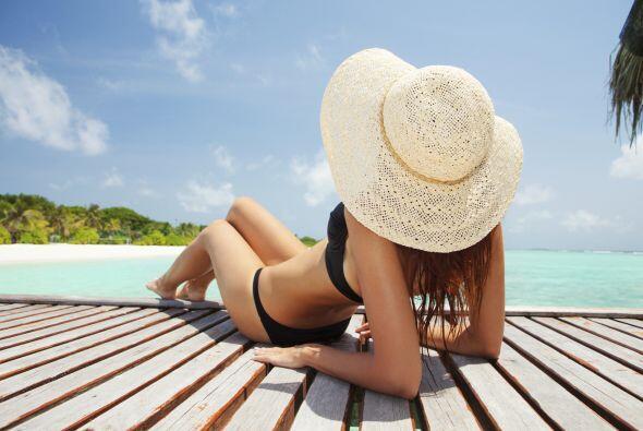 La vitamina D puede obtenerse naturalmente de algunas comidas y a trav&e...
