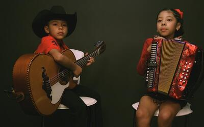 Houston brother and sister duo sing against deportation