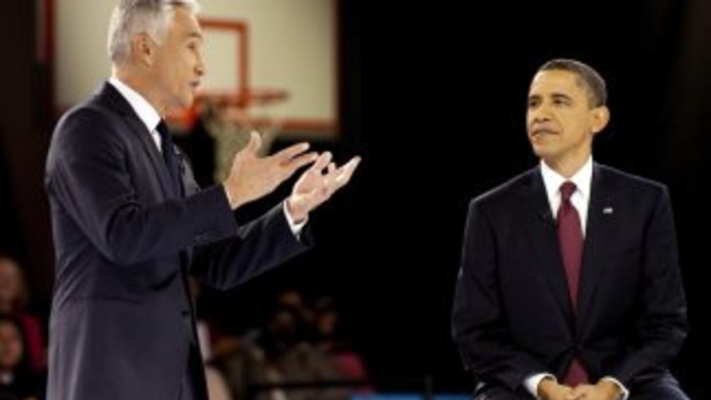 El presidente Barack Obama (R) participa en un taller de trabajo de Univ...