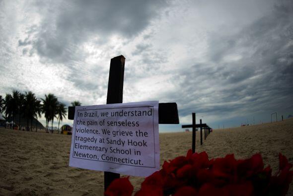 En ella, 12 niños fueron asesinados a tiros en una escuela del ba...
