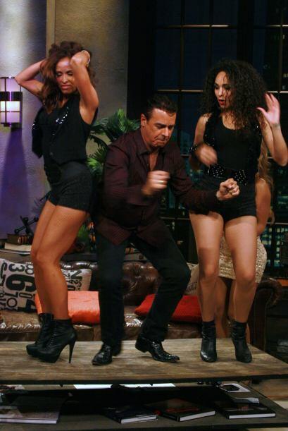Gabriel se subió a bailar con las sexis chicas pero no les agarr&...