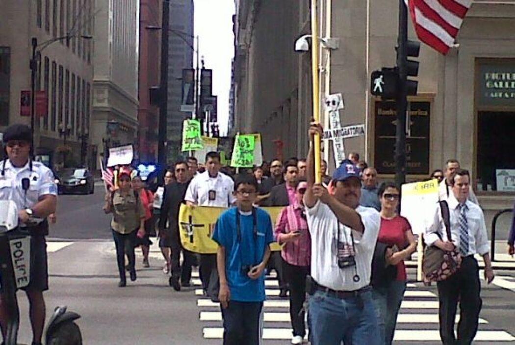 Las marchas se realizan en orden. Los inmigrantes piden que se les trate...