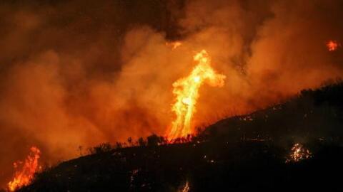 Las llamas arrasaron más de 33,000 acres en el condado de Los Ángeles