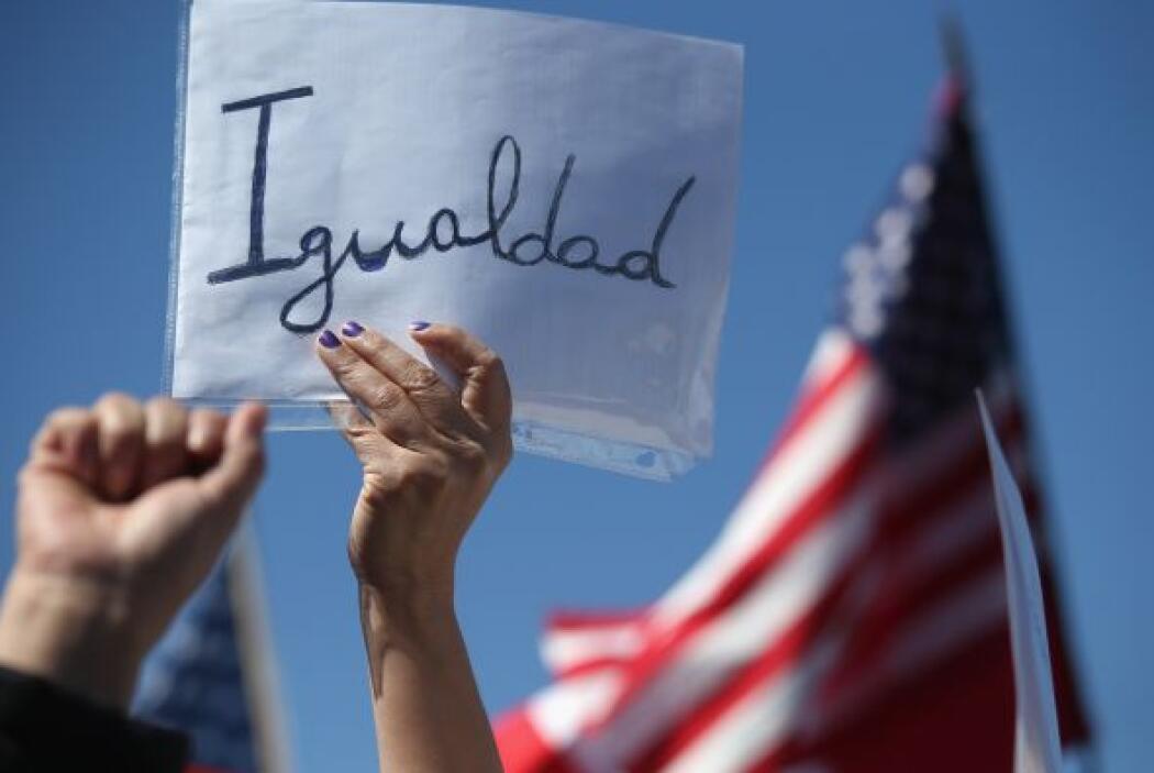 Quienes sean autorizados entrarán en un estado de inmigrante provisorio...