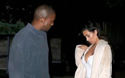 Kanye West y Kim Kardashian paseando por Nueva York.