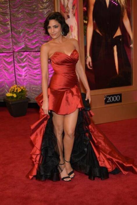Itahisa Machado llegó con un estilo español. El vestido rojo con falda c...