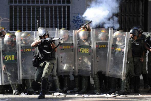 La policía utilizó unidades antimotines y disparó a los manifestantes pa...