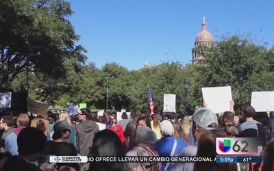 Cientos marchan para defender a refugiados sirios en Texas
