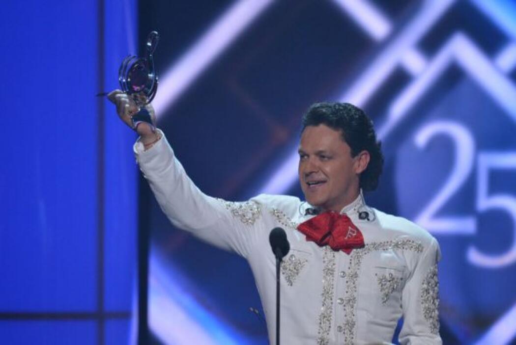 Además, recibió el premio a la trayectoria que se le ha dado a muy pocos...