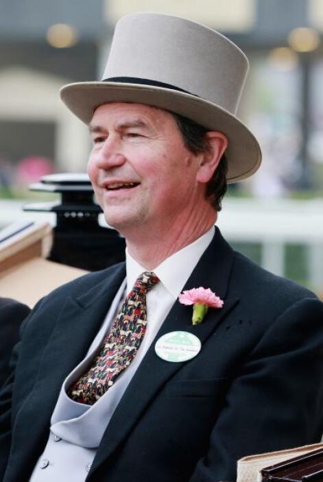 Timothy Laurence: Es un ex oficial de la marina británica y el segundo m...
