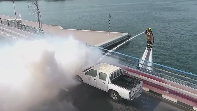 Bomberos de Dubái comenzaron a 'volar' para apagar incendios