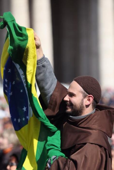 La bandera de Brasil también estuvo presente en la Plaza de San Pedro el...