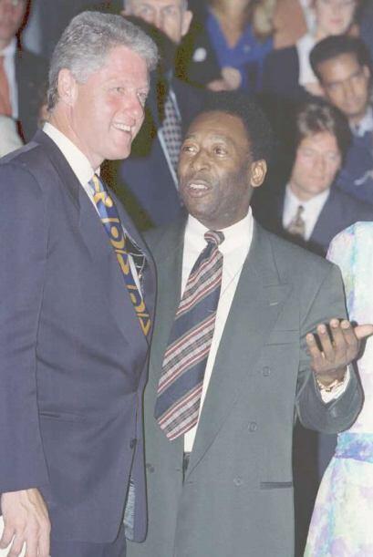 A través de los años Pelé se relacionó con d...