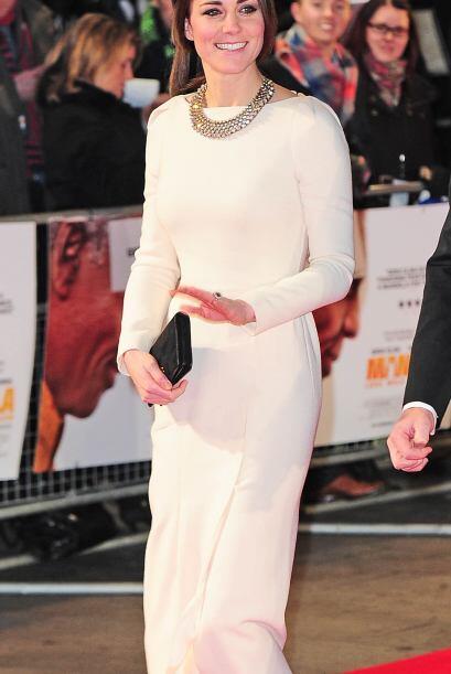 Quien también lució la tendencia 'black & white' como toda una reina fue...