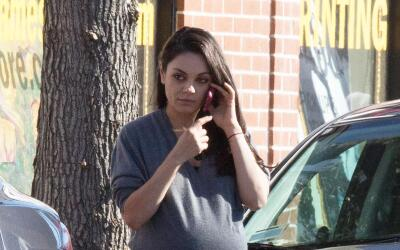 Mila Kunis en sus últimos días de embarazo.