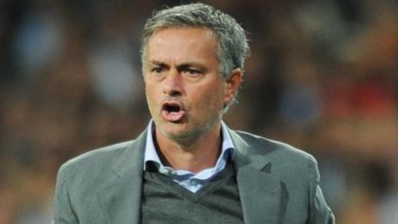 Mourinho no sólo habría insultado a sus jugadores, sino que también les...